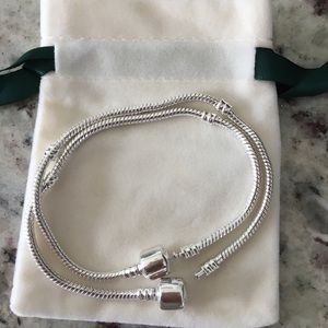 Jewelry - Two snake bracelets with a velvet pouch
